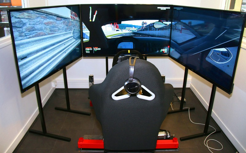 simulateur de pilotage. Black Bedroom Furniture Sets. Home Design Ideas